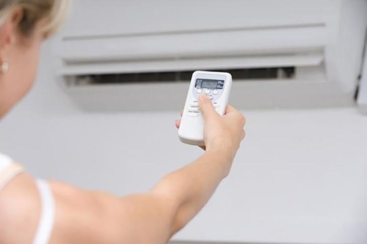 bật tắt chế độ nóng của điều hòa sumikura